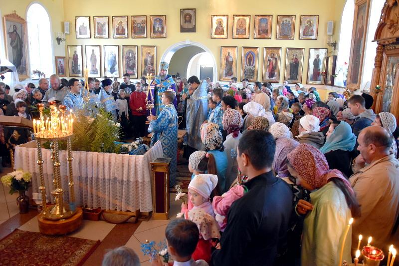Благословение школьников на Новый учебный год в Кафедральном соборе