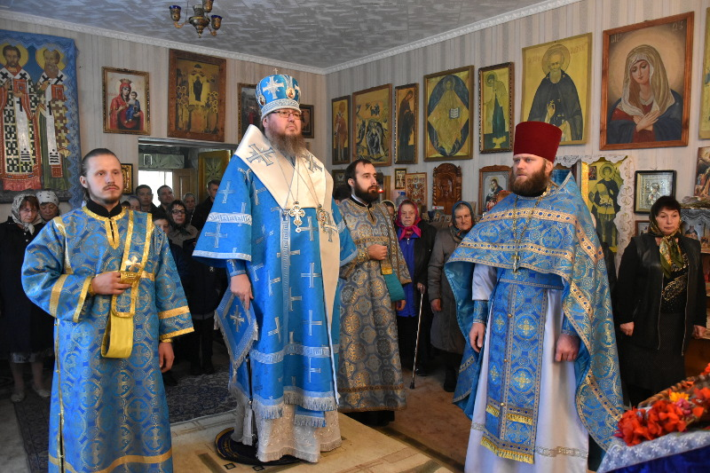 Правящий архиерей совершил Божественную Литургию в храме трех святителей с. Чкалово