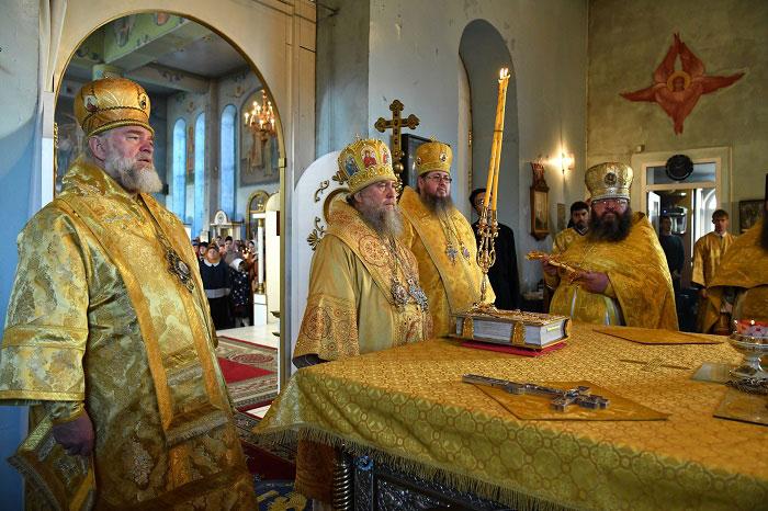 Правящий архиерей сослужил Митрополиту Астанайскому и Казахстанскому Александру