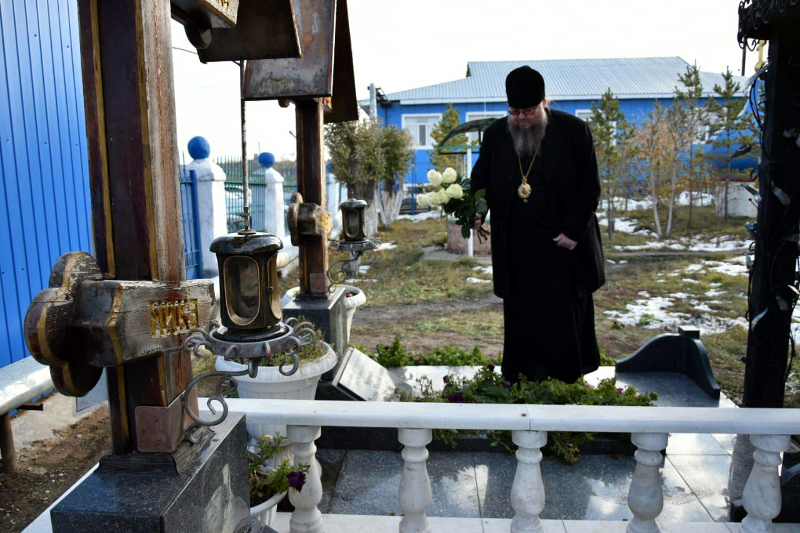 Правящий архиерей совершил литию на могилах протоиереев Алексия Улович и Павла Черных