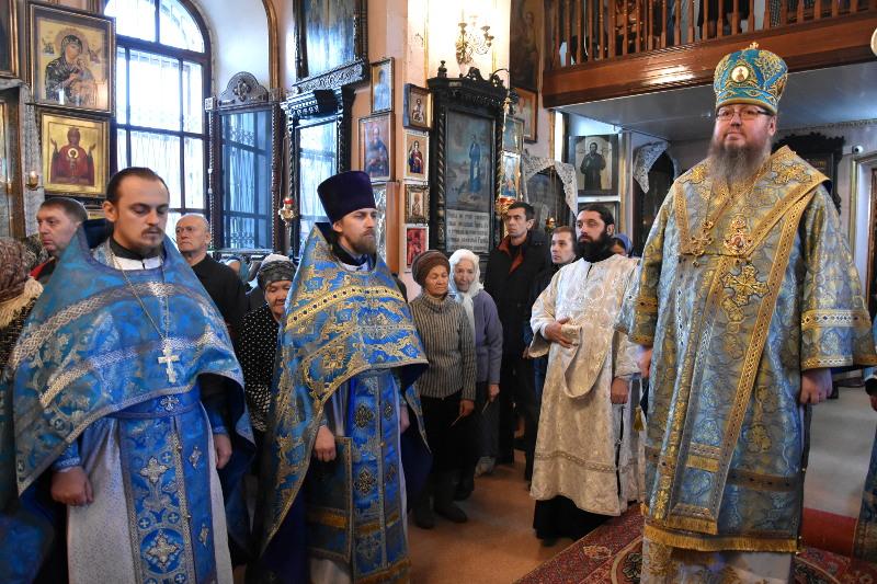 Архиерейская литургия в храмовый праздник храма Всех Святых