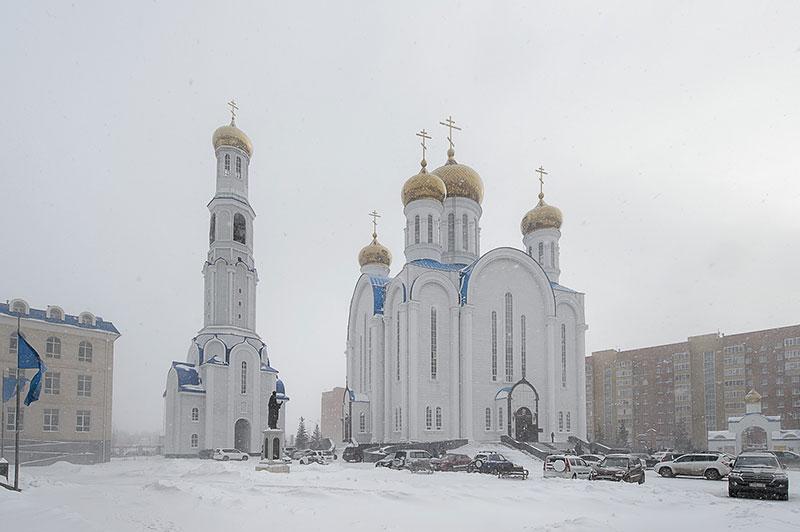 Глава Православной Церкви Казахстана и архипастыри Митрополичьего округа совершили воскресную Литургию в главном храме страны