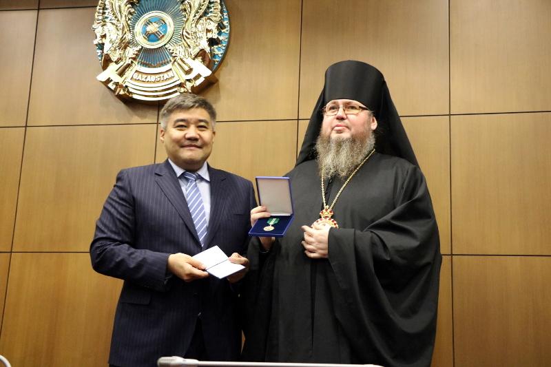 Преосвященнейший епископ Владимир награжден медалью «Шапағат»
