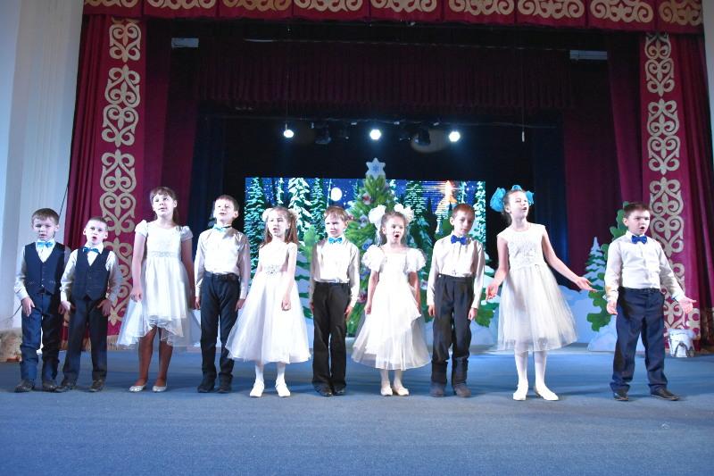 Архиерейская Рождественская елка для детей епархиального центра