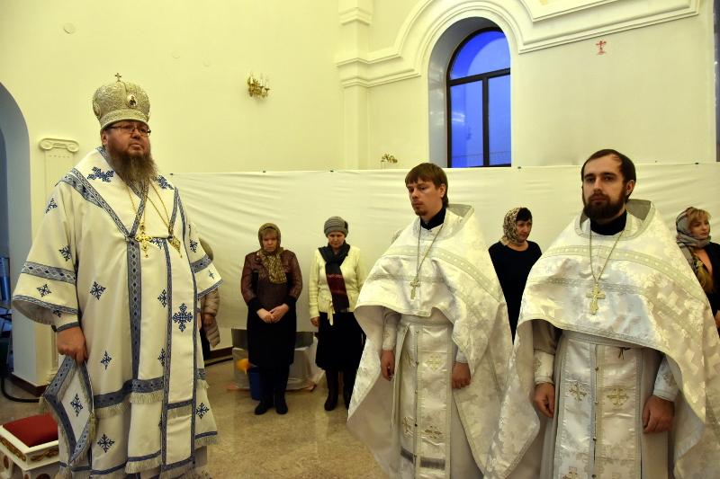 Архиерейская Литургия в Крещенский сочельник