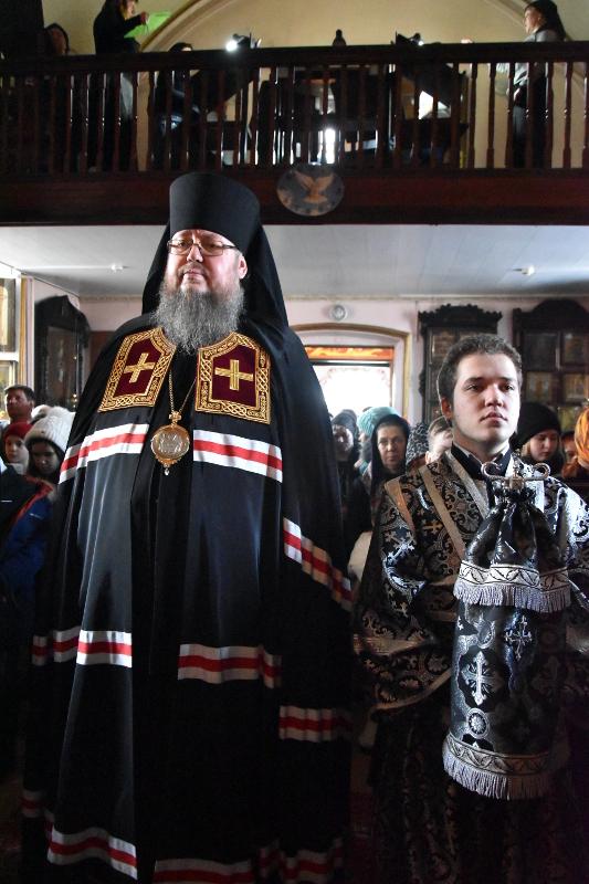 Чтение канона в храме в честь Всех Святых