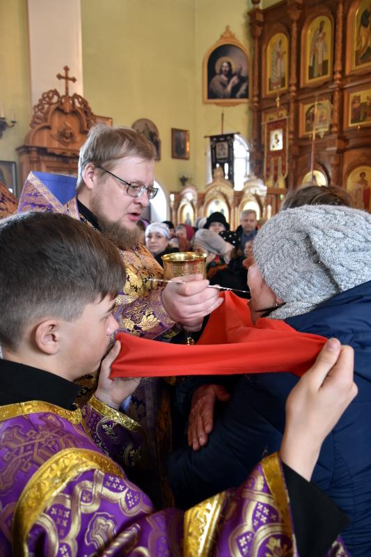Божественная литургия в неделю Крестопоклонную в Вознесенском кафедральном соборе