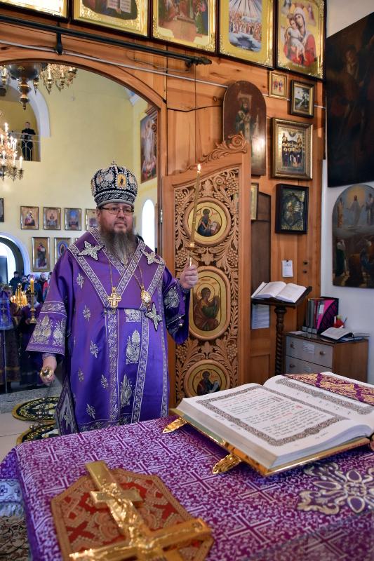 Правящий архиерей отслужил Утреню Великого Четверга