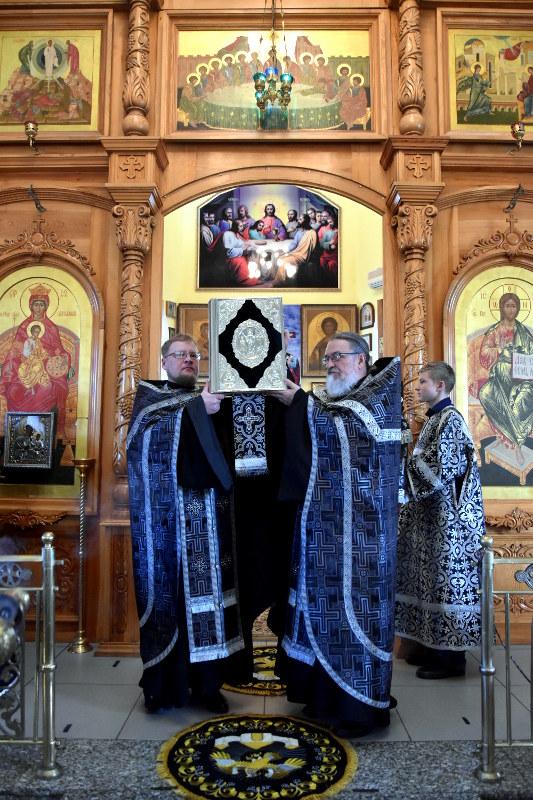 Утреня Великого Пятка в Кафедральном соборе