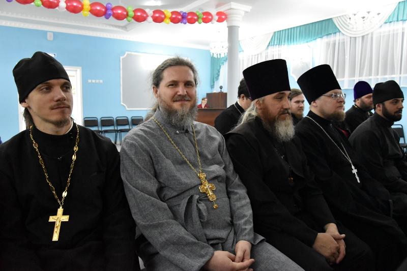 Преосвященный епископ Серапион посетил Среднюю Школу в честь прп. Сергия Радонежского