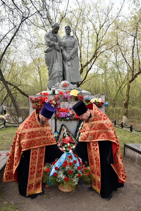 Заупокойное Богослужение на городском кладбище
