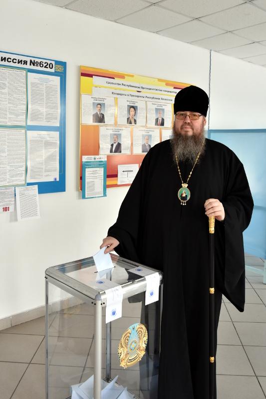 Правящий архиерей принял участие в выборах главы государства