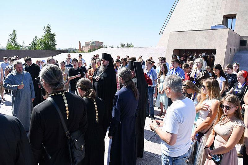 Литургией в Синодальном храме Митрополичьего округа начался второй день Съезда православной молодежи Казахстана