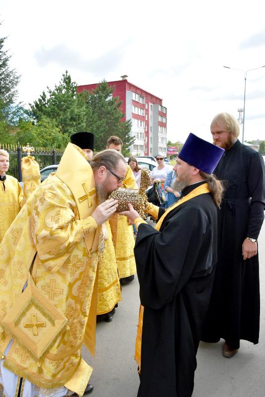 В пределы епархия прибыли Великая Святыня — частица мощей святителя и чудотворца Николая
