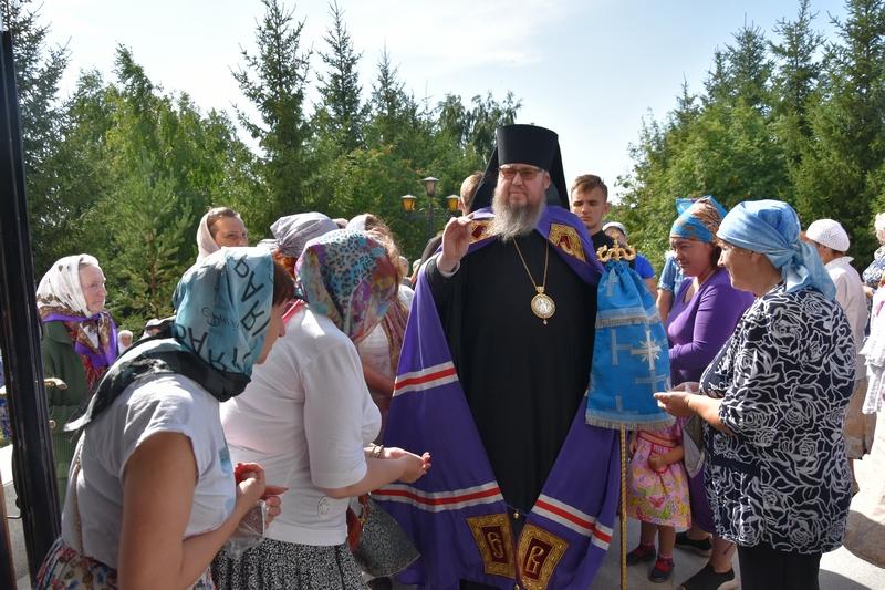КРЕСТНЫЙ ХОД С ИКОНОЙ БОЖИЕЙ МАТЕРИ «ЗНАМЕНИЕ».