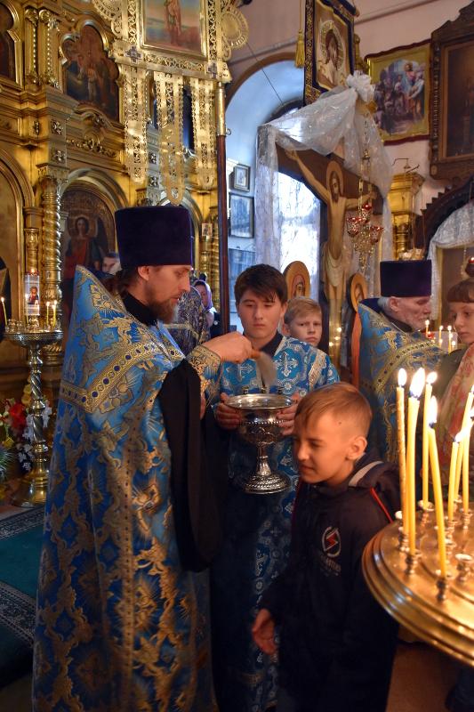Благословение учащихся на новый учебный год в храме Всех Святых