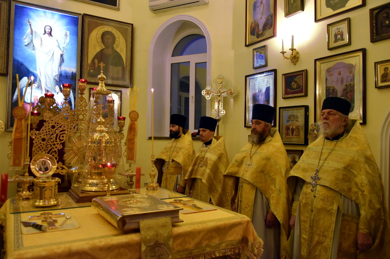 Архиерейское богослужение в день памяти святого апостола Луки