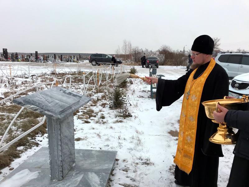 На месте упокоения духовенства епархии освящен памятный аналой