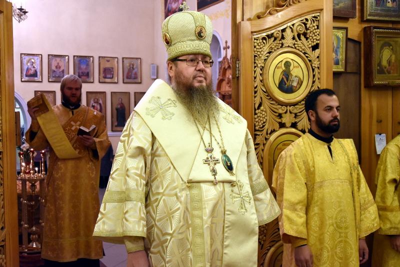 Архиерейская Литургия в день памяти святителя Григория чудотворца