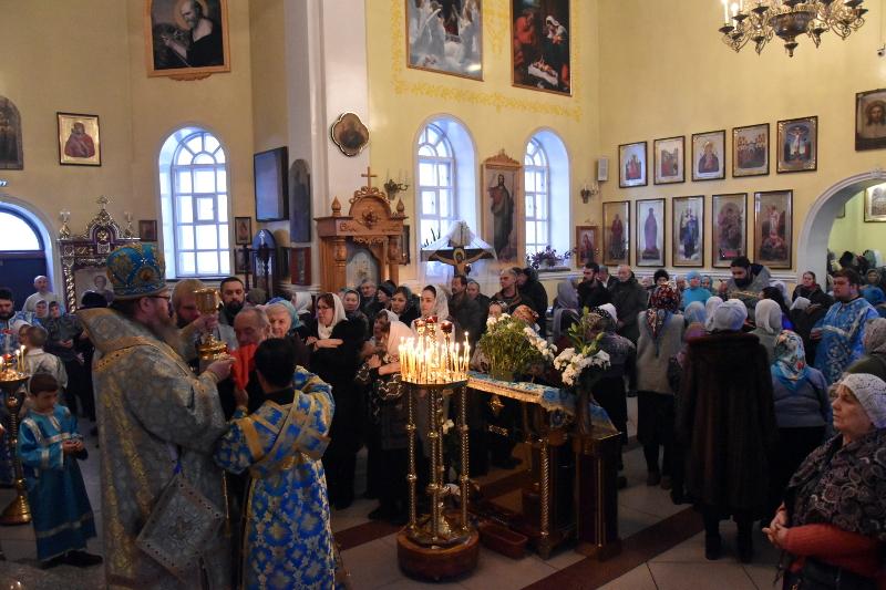 Божественная Литургия в праздник Ведения во храм Пресвятой Владычицы нашей Богородицы