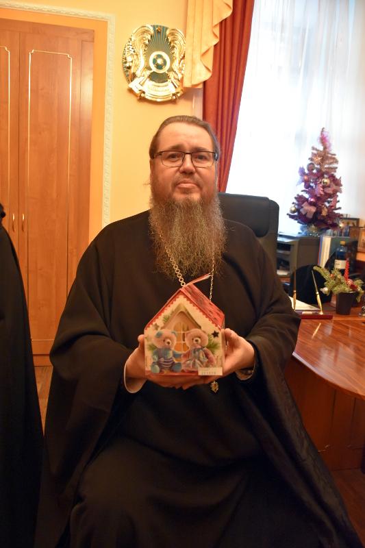Поздравление правящего архиерея воспитанниками школы в честь преподобного Сергия Радонежского