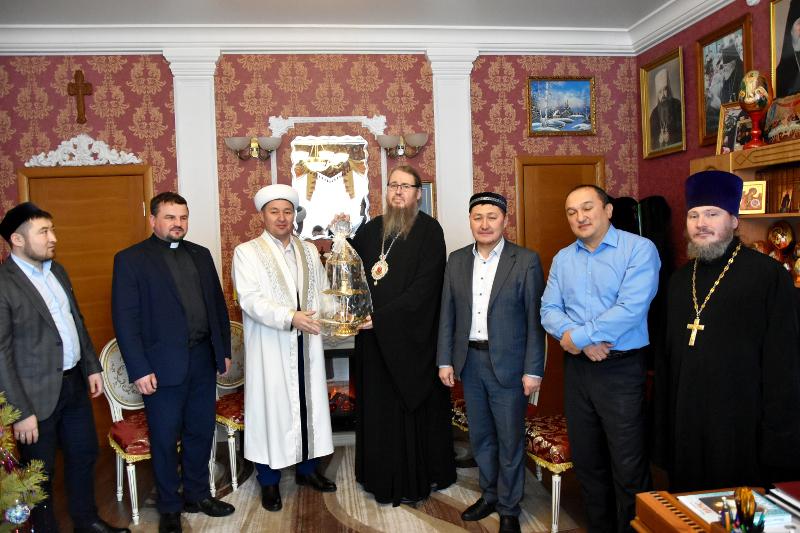 Представители традиционных религий области поздравили православных христиан с праздником Рождества Христова