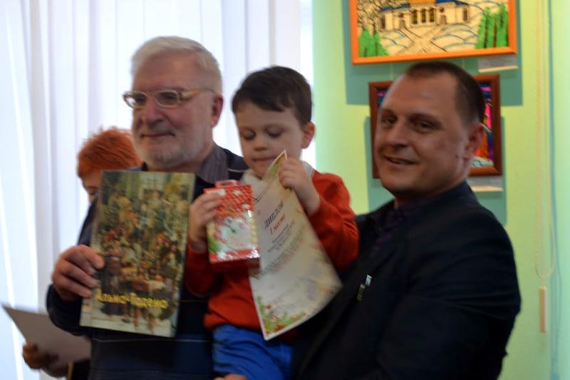 Выставка по итогам 10 международного конкурса детского рисунка и декоративно-прикладного творчества «Рождественские фантазии»
