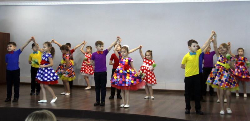 Преосвященный Владимир встретился с воспитанниками танцевальных коллективов при храме Всех Святых