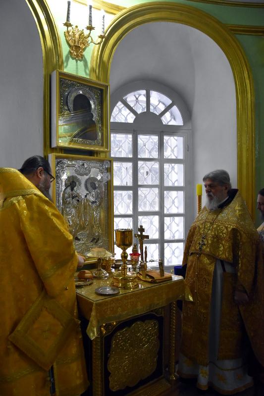 Архиерейская Литургия в Неделю о Страшном Суде в соборе святых первоверховных апостолов Петра и Павла