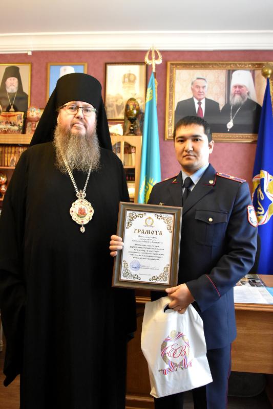 Преосвященнейший епископ Владимир наградил сотрудников областного Департамента уголовно-исполнительной системы