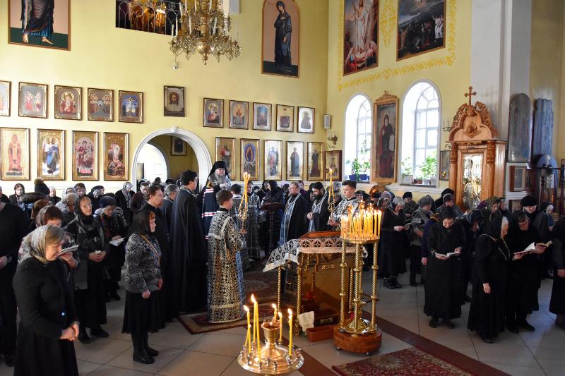 Чтение Великого канона прп. Андрея Критского в Кафедральном соборе в понедельник первой седмицы Великого поста