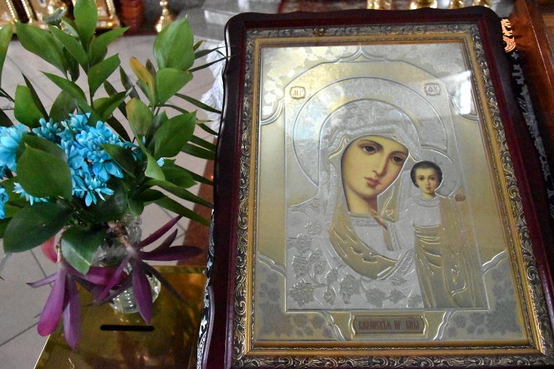 Преосвященный Владимир совершил Божественную Литургию в праздник Похвалы Божией Матери
