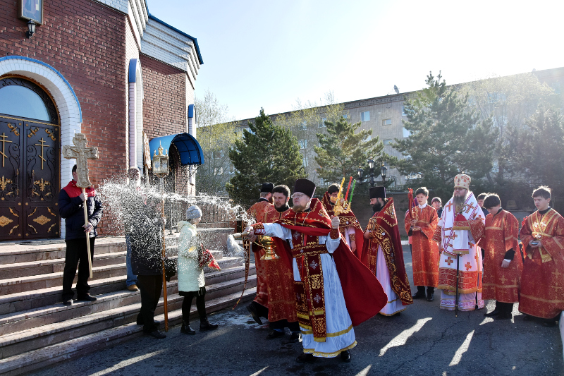 В Фомину Неделю епископ Владимир совершил Божественную Литургию в кафедральном соборе
