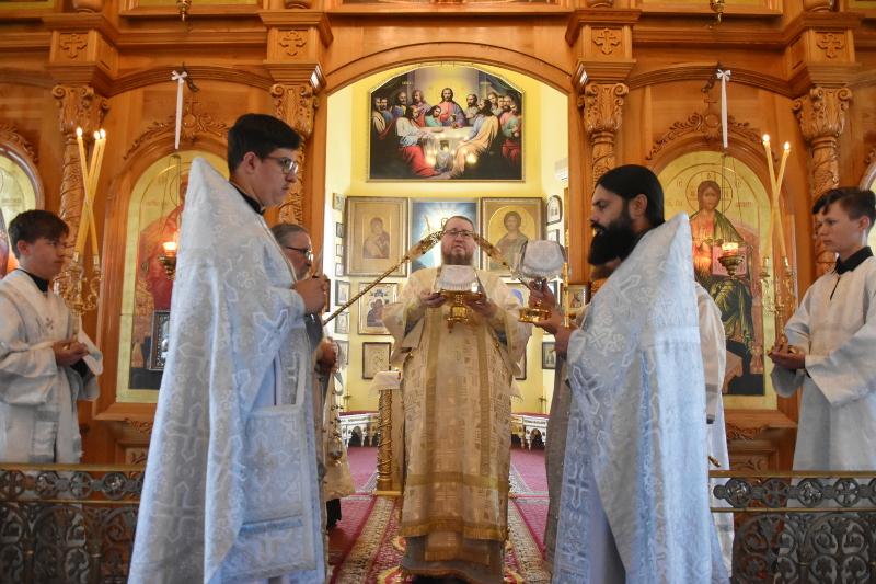 Архиерейское Богослужение в день Троицкой Родительской субботы