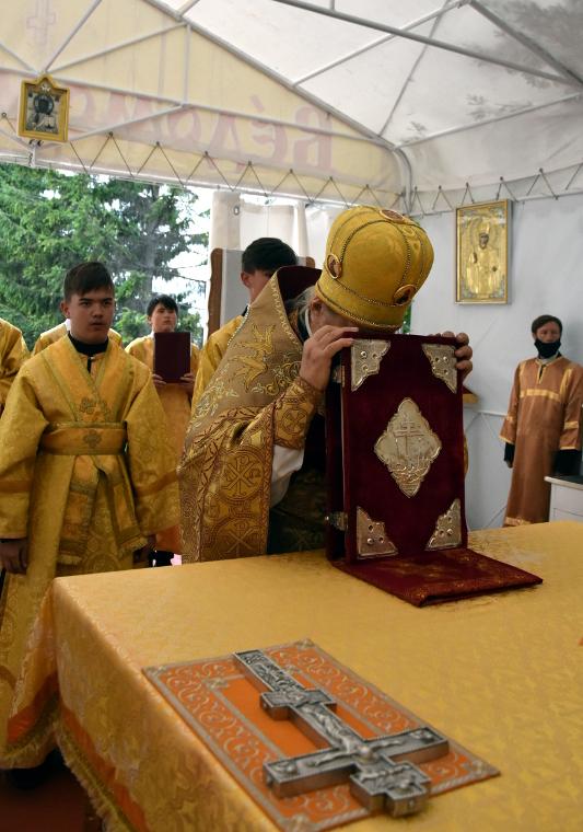 Архиерейская Литургия в день Собора Всех Святых в земле Русской просиявших