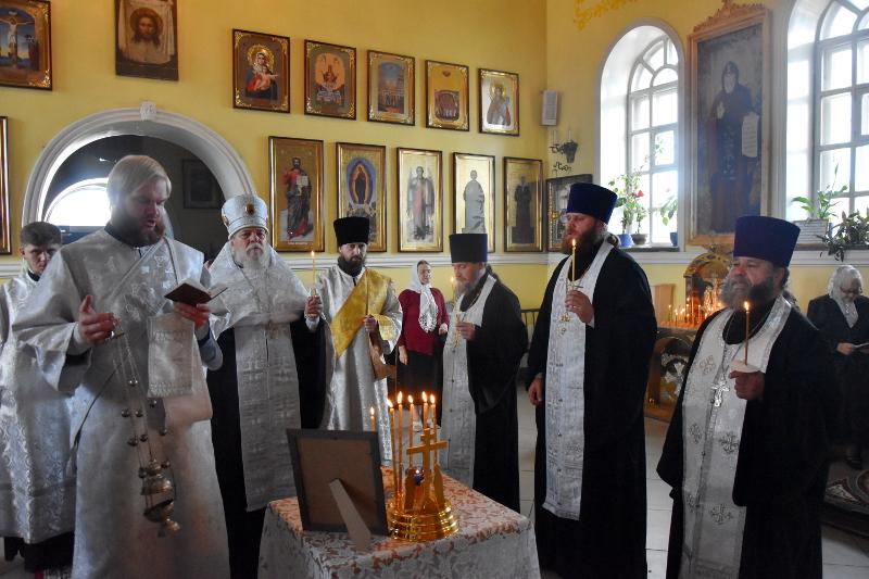 В Кафедральном соборе городское духовенство почтило память новопреставленного протоиерея Виталия Дементьева