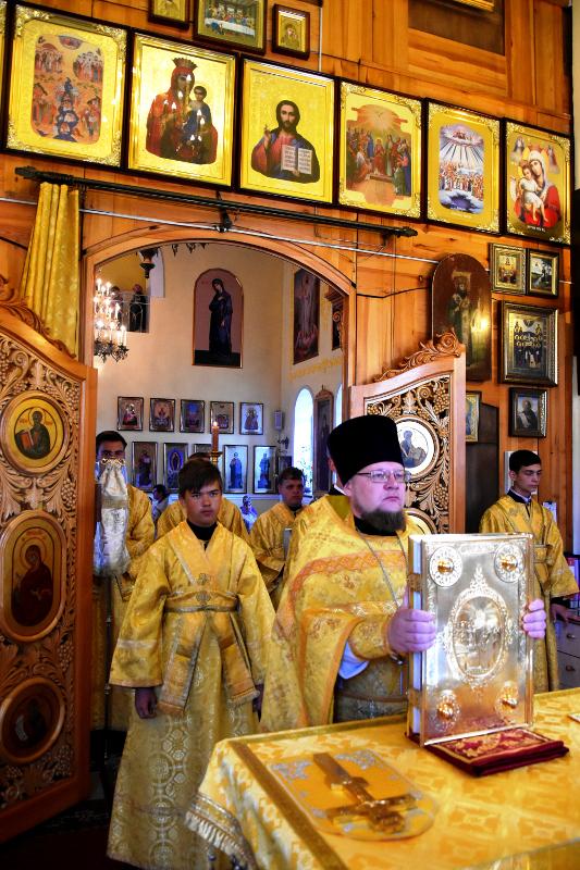 Архиерейская Литургия в Неделю 7-ю по Пятидесятнице