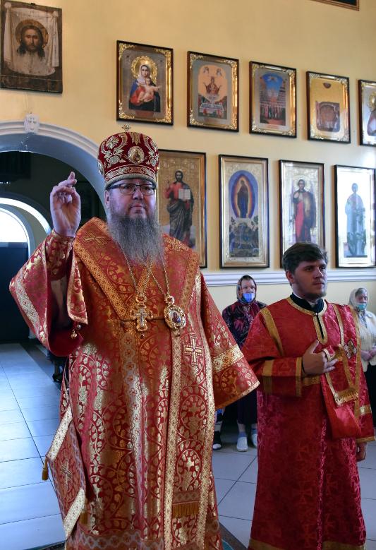 Архиерейская Литургия в Неделю 9-ю по Пятидесятнице, день памяти вмч. Пантелеимона