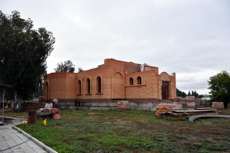 Правящий архиерей ознакомился с ходом строительства Покровского храма п. Бишкуль
