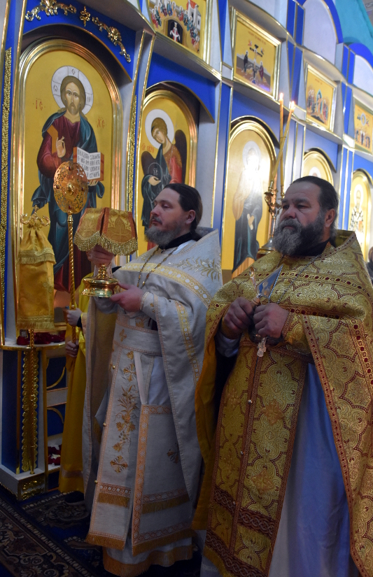Архиерейская Литургия в день Святого Николая