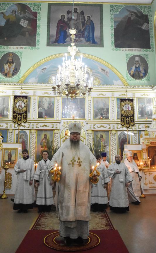Архиерейская Литургия в Неделю по Рождестве Христовом