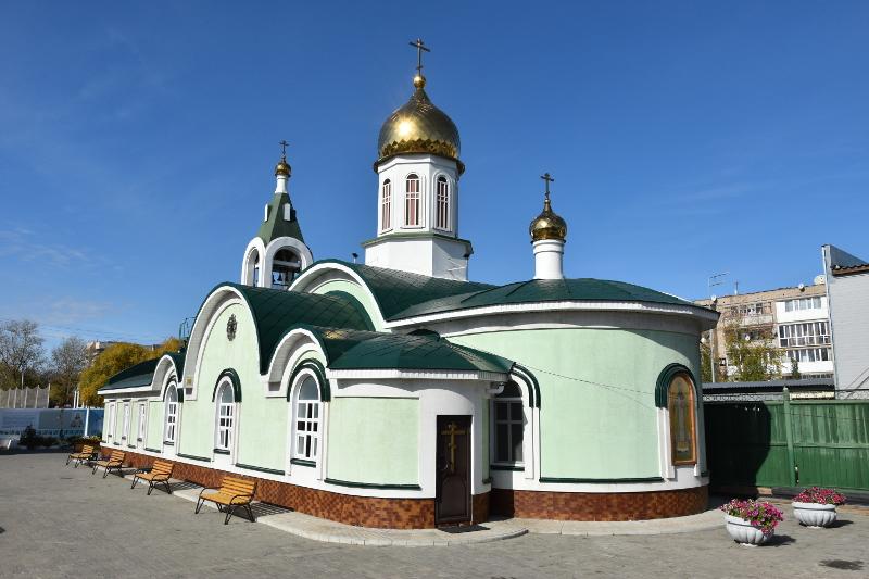 Правящий архиерей в Великую субботу посетил городские храмы