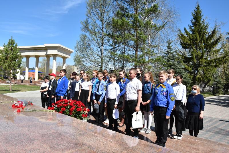 Накануне Праздника Великой Победы городское духовенство возложило цветы к памятникам защитникам Отечества нашего