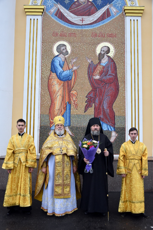 «Весь мир ученьми своими просветившия и вся концы ко Христу приведшия», — град Петропавловск отмечает день своих Небесных покровителей