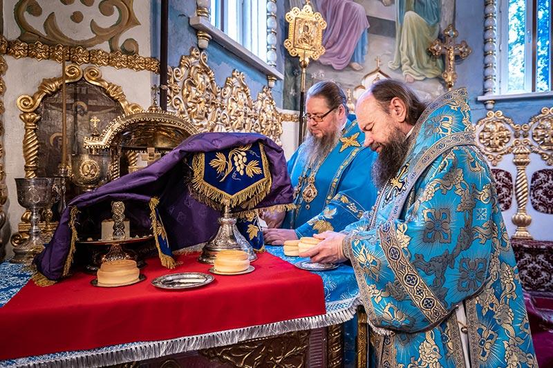 Правящий архиерей епископ Петропавловский и Булаевский Владимир сослужил Главе Православной церкви Казахстана в Никольском соборе Южной столицы