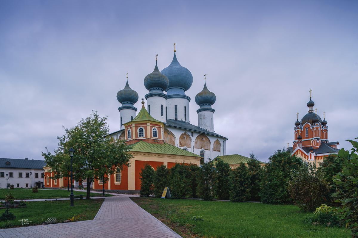 Тихвинский монастырь
