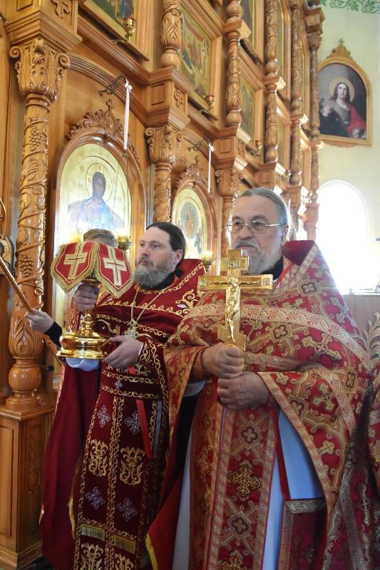 Праздник Происхождения древ Честнаго Креста Господня