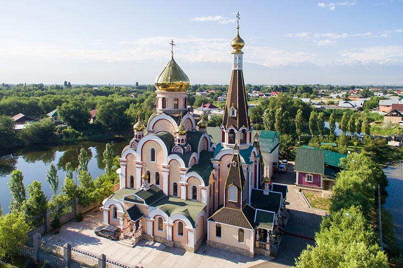 В Крестовоздвиженском храме города Алматы произошел сильный пожар